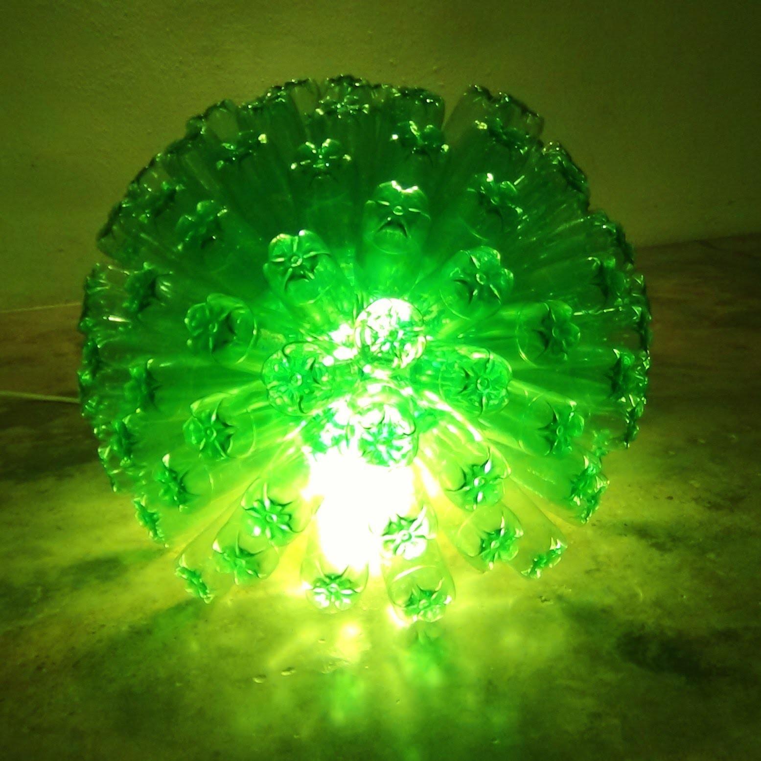 C mo hacer una l mpara reciclando 125 botellas de pl stico - Como hacer lamparas ...