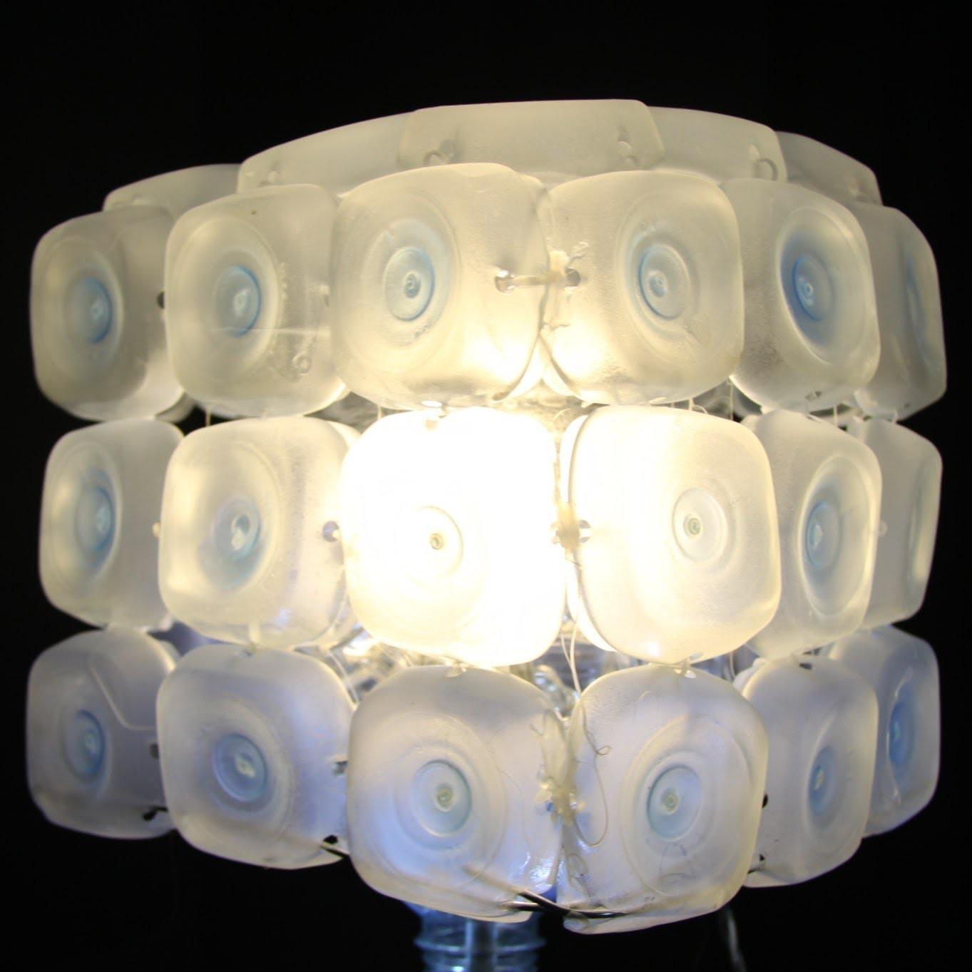 Cómo realizar una lámpara con 45 botellas de plástico - Lamp made out of 45 recycled plastic bottles