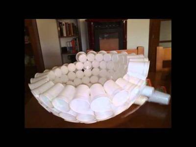 Muñeco de nieve con vasos plásticos