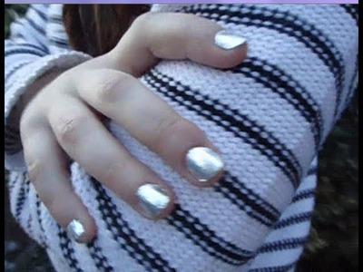DIY: Metallic nails with aluminium foil