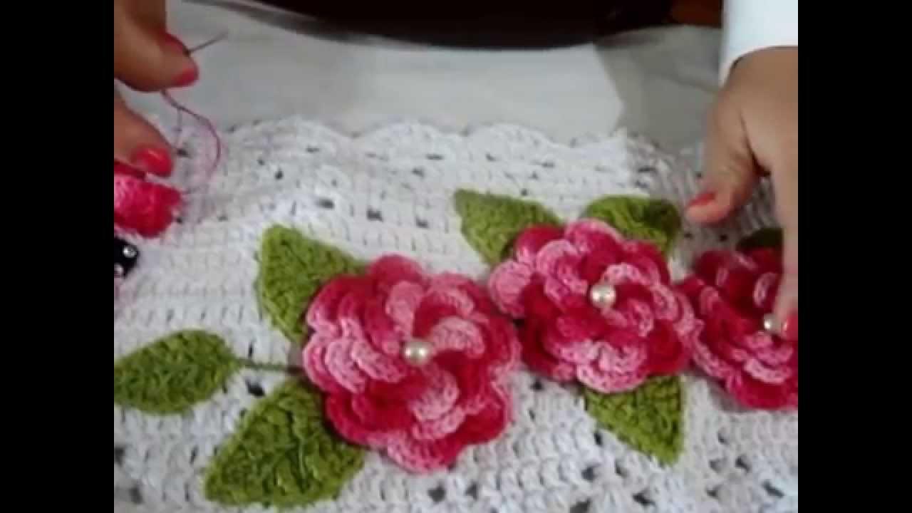 Como fazer aplicação de flores e folhas em trabalhos de croche