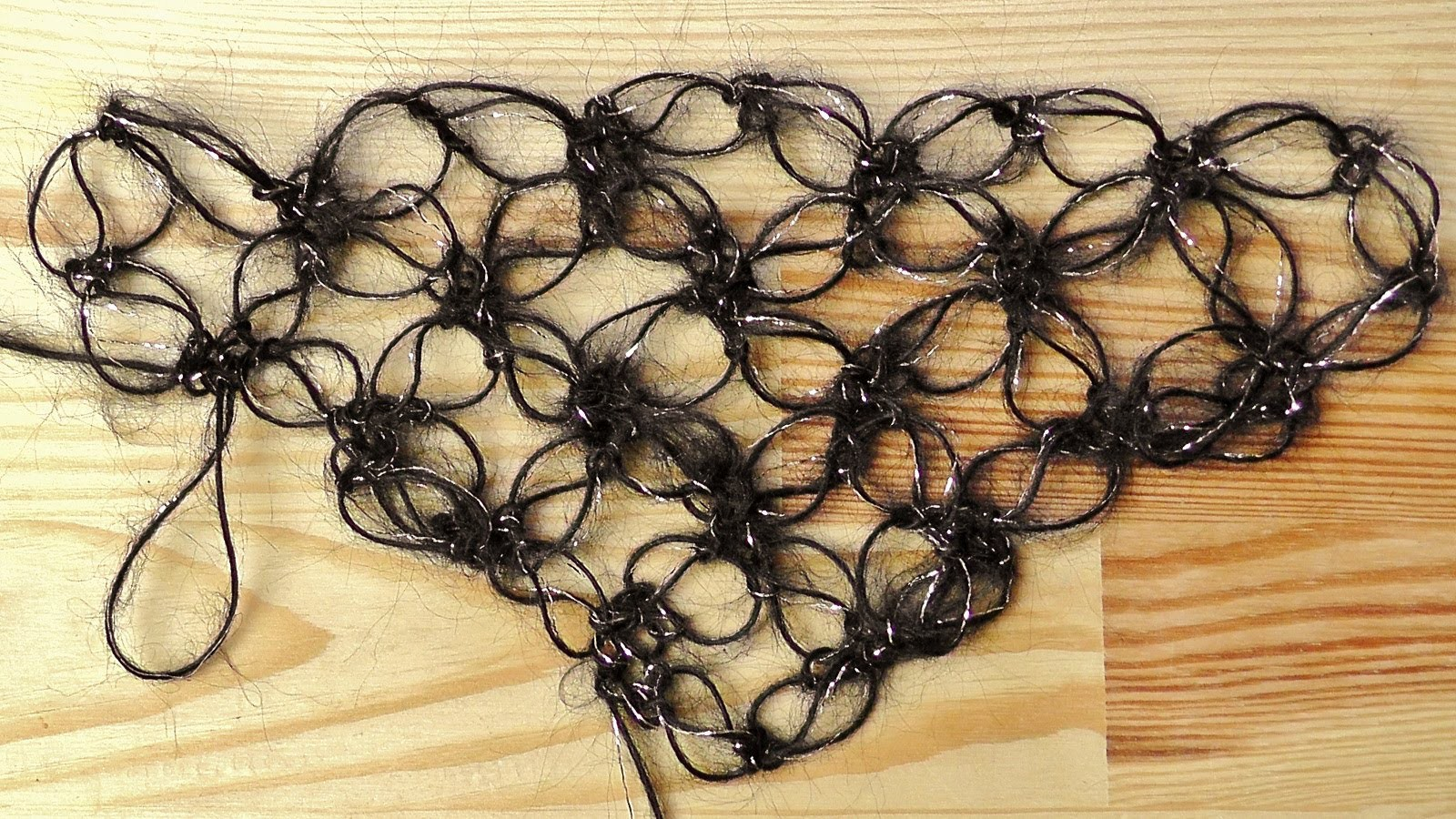 How to #crochet a solomon's knot shawl - Woolpedia