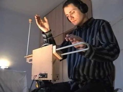 Peter Hidi & his DIY theremin - Later Tonight