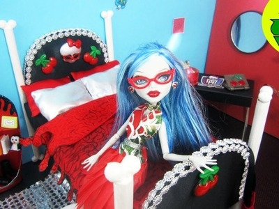 How to make a doll bed for Ghoulia Yelps - Recycling - Doll Crafts