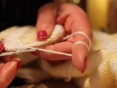 To crochet a baby blanket's frill edging part 2