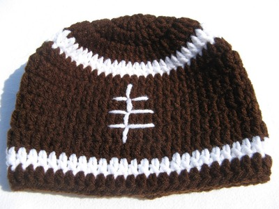 How to crochet a football beanie - Tambien en espanol