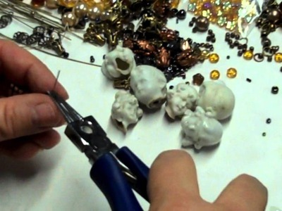 Good Jewelry Design: Working a Necklace Chain, More Gypsy Beading