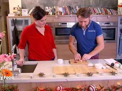 Easy Food's fondant Santa crafting