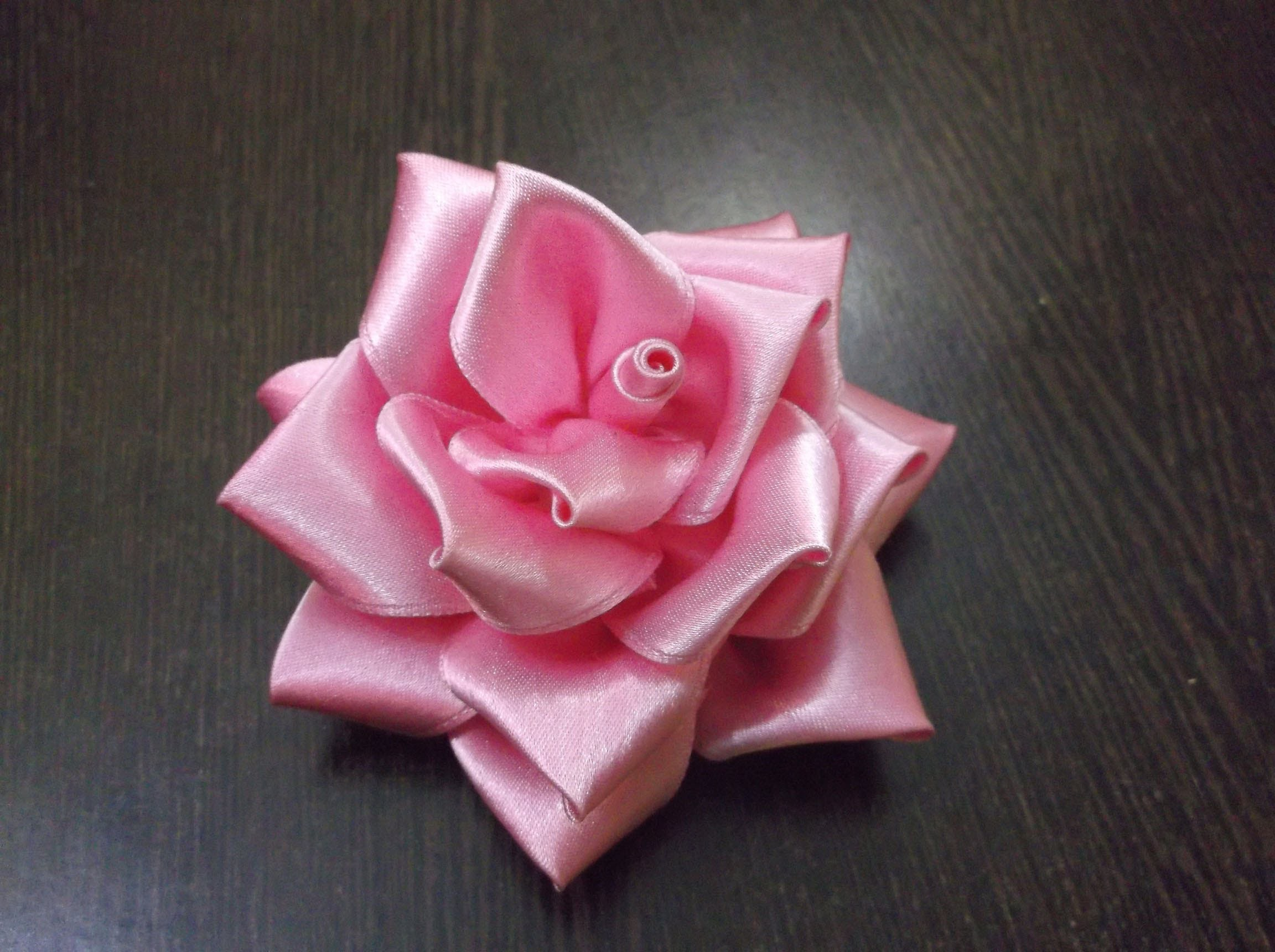 D.I.Y. Full Bloom Satin Ribbon Rose - Tutorial
