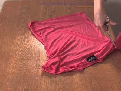 How to Cut a T-Shirt Into a Sleeveless Shirt for Girls : DIY Shirt Designs