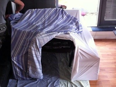HOW TO BUILD A SIMPLE BLANKET FORT