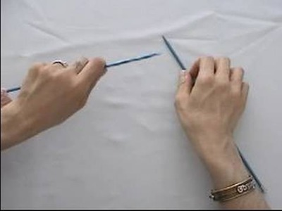 Basic Knitting Tips & Techniques : How to Hold Knitting Needles