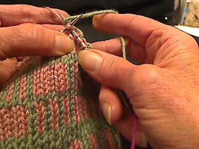 Fair Isle Knitting - Carrying Floats- Two hands
