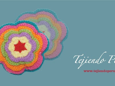Flor de colores tejida a crochet inspirada en el tejido de Ayacucho, Perú