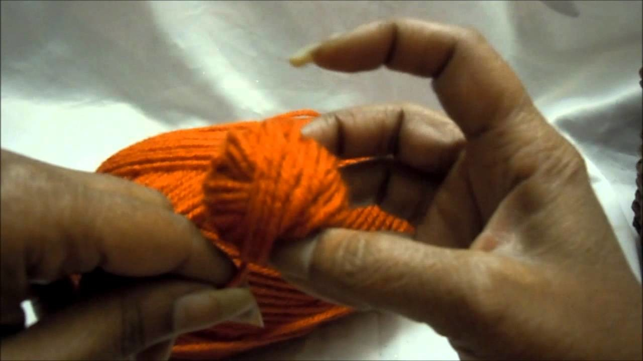 How to Roll A Skein of Yarn into a Ball