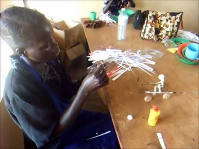 Making paper beads with Wawoto Kacel