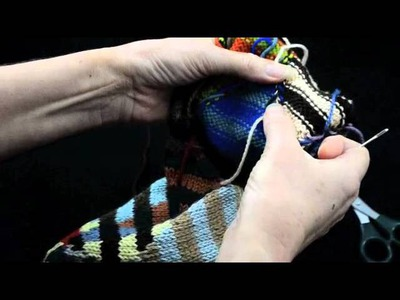 How to Knit Intarsia knitting Part 2 Darning Ends - k1p1 TV