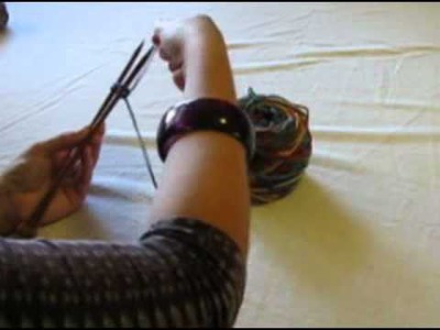 Kids knitting video cast on and knit.flv