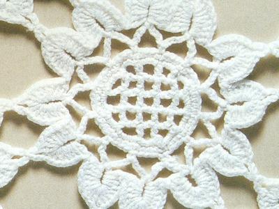 Patrón para tejer mantel redondo con flores a crochet
