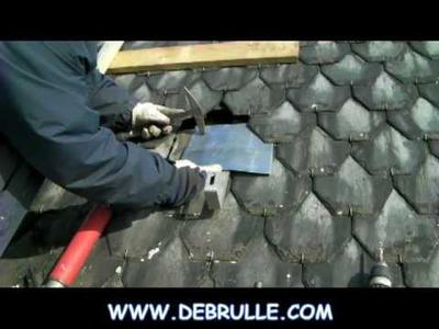 Pose de crochet pour installation photovoltaïque sur toiture en ardoise