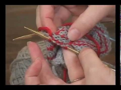 Carrying Yarn up the Sides While Knitting in the Round
