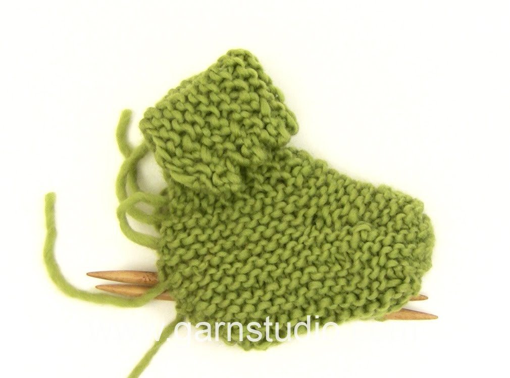 DROPS Knitting Tutorial: How to knit the slippers in Baby Drops 25-4