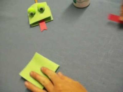 Easiest Frog Hand Puppet by OneMInuteCrafts.com