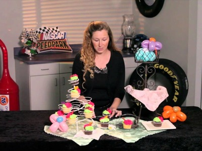 How to Decorate Party Tables With Cupcakes : Face Painting & Party Decorations