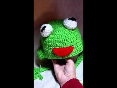 2 crochet Kermit the Frog