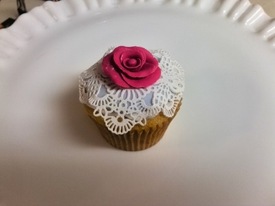 How to Decorate Your Cupcake with Cake Lace