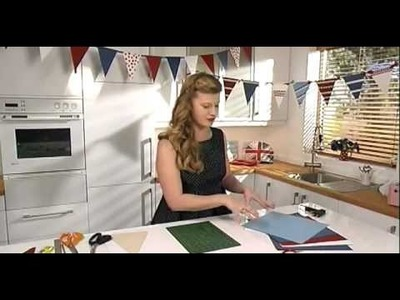 HOW TO MAKE PAPER BUNTING by Hannah Read-Baldrey