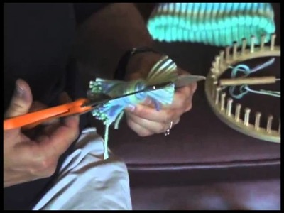 Part 6 Making a Pom-Pom Knitting with the Round Loom