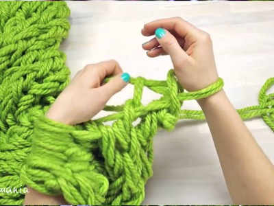 Arm Knitting - Learn How To Knit a Scarf in 12 Minutes