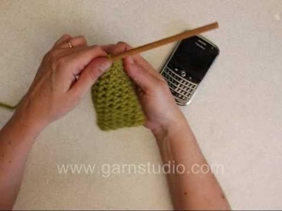DROPS Crochet Tutorial: How to crochet a cellphone cozy
