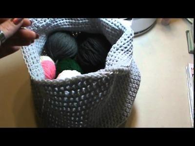 Simple crochet yarn basket or bag