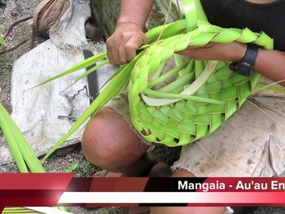 Cook Islands Holiday Guide - Mangaia Hat Weaving with Mama Tere
