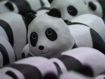 1600 Paper Pandas Arrive at Hong Kong Airport