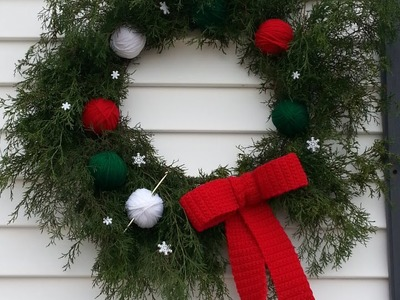 How to Make a Fresh Christmas Wreath with #Crochet #Bow and Yarn Balls #TUTORIAL