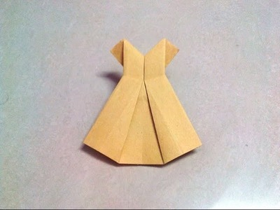 How to make an origami dress step by step.