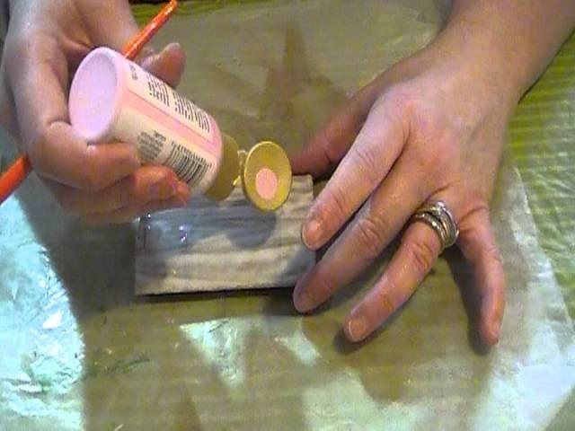 Frugal Crackling Technique on Toilet Paper Roll - Recycled Craft