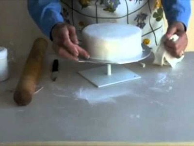 How to Cover a Cake in Fondant (Roll-out) Icing