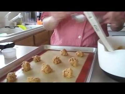 How To: Easy Peanut Butter Cookies