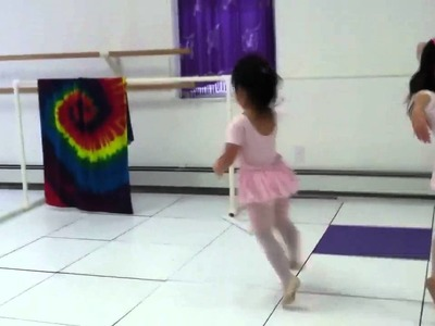 Reinah Lee (3 years old) in ballet class