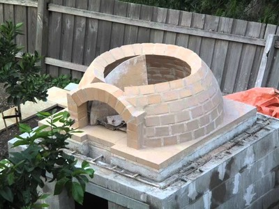 Building a wood-fired pizza Oven