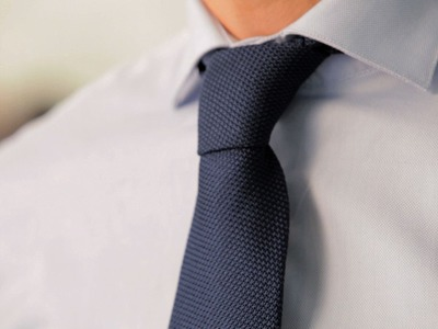 How to Tie a Four-In-Hand Knot | Men's Fashion