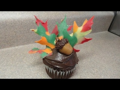 Decorating Cupcakes #77: Autumn leaves and acorn
