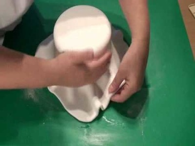 How to cover a dummy cake with fondant.wmv