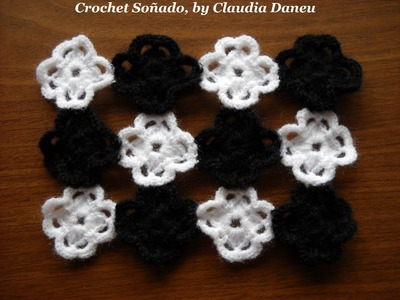 FLOWER PRINT CROCHET: FOUR-LEAF CLOVER IN BLACK & WHITE. TRÉBOL DE CUATRO HOJAS EN BLANCO Y NEGRO.