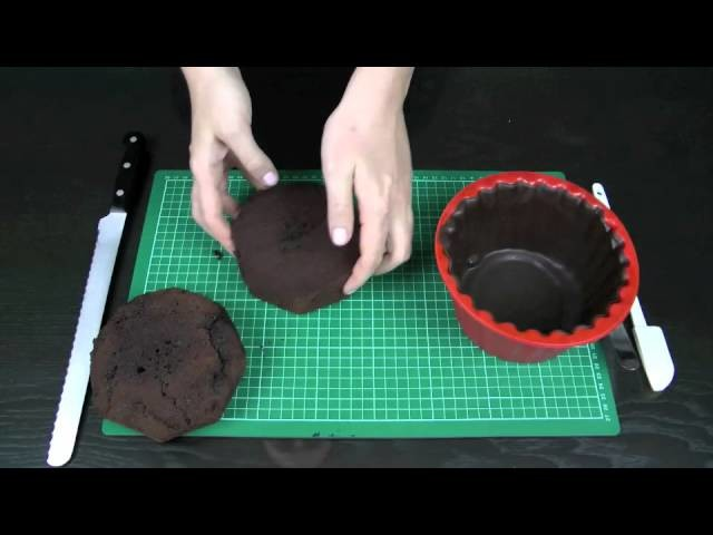 How to Make a Giant Cupcake - Basics 3: Carving, layering, crumb coating and stacking