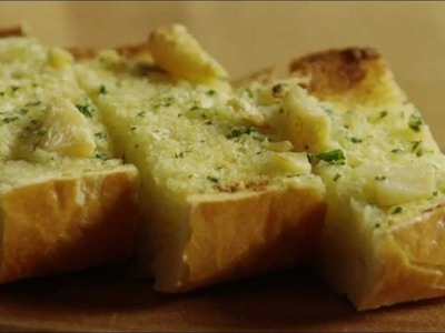 How to Make Roasted Garlic Bread